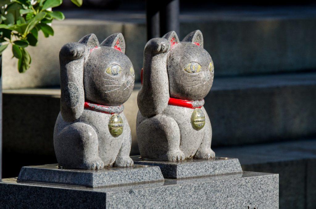 今戸神社の二匹の猫の像の画像
