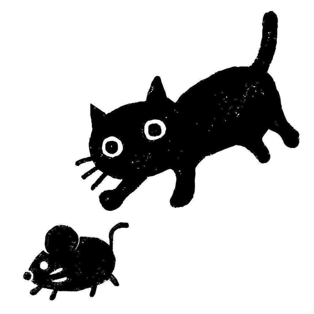 ねずみを追いかける猫の絵