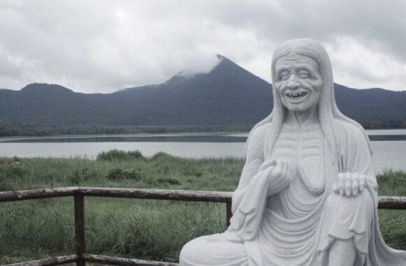 奪衣婆の石像写真