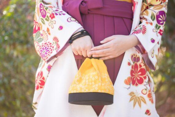 袴の女性の写真
