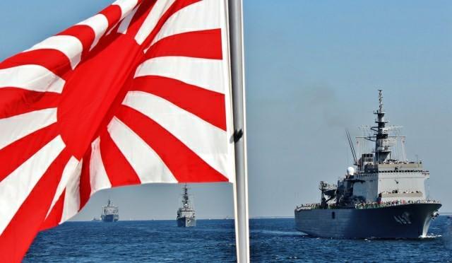 軍艦と旭日旗の写真