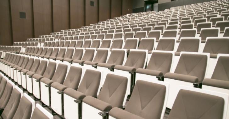 劇場の椅子の写真