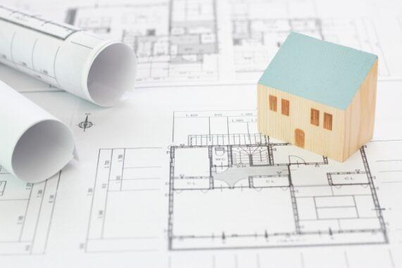 設計図と家の模型の写真